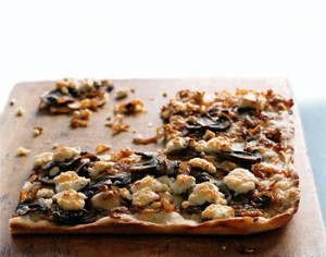 caramelized-onion-pizza-with-mushrooms-1020963l1